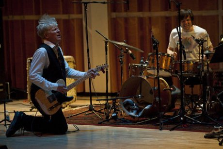 Rhys Chatham and Oneida ring in the Guitarpocalypse with live performances of G3