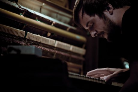 Nils Frahm announces US tour in which he will play shows, fight with knives