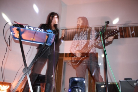 "Moon Duo release ""blazing"" new album on Sacred Bones, chart ""epic"" tour; ""killer!"""