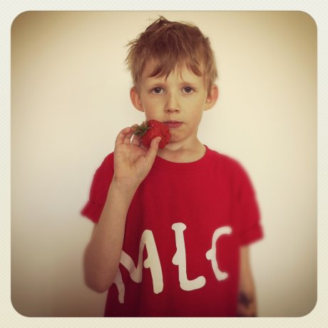 Eeliks:en (a 7-year-old) to release debut album on Fonal, requests that all royalties be paid in the form of fis