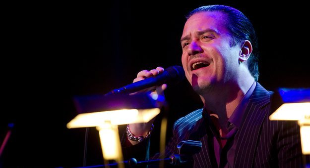 Tomahawk heads out on European tour, Mike Patton creeps out a child at a cafe