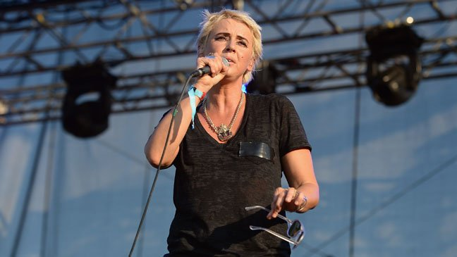 Cat Power goes on smallish, cat-powered solo tour