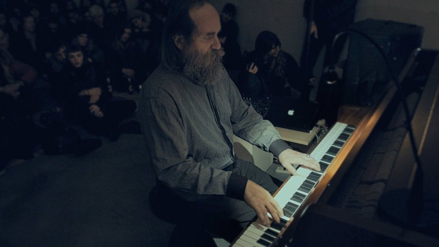 "Lubomyr Melnyk reveals new EP Evertina, totally also knows how to play ""Brain Stew"" on guitar"