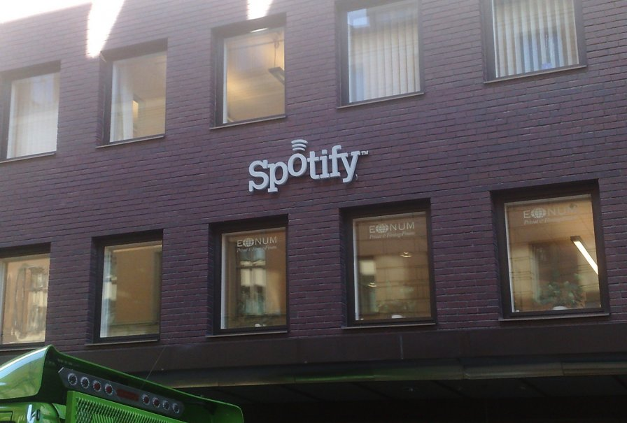Spotify deletes app feature, gives devs a lame olive branch