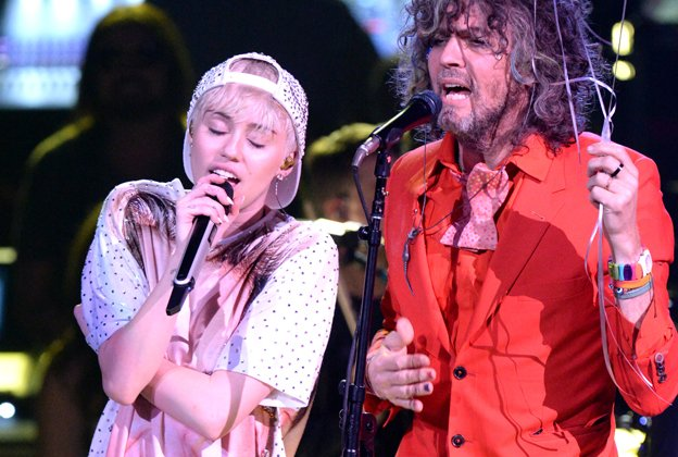 Miley Cyrus and The Flaming Lips to get completely NUDE for upcoming concert, based on the premise that the harder they try, the more people will care