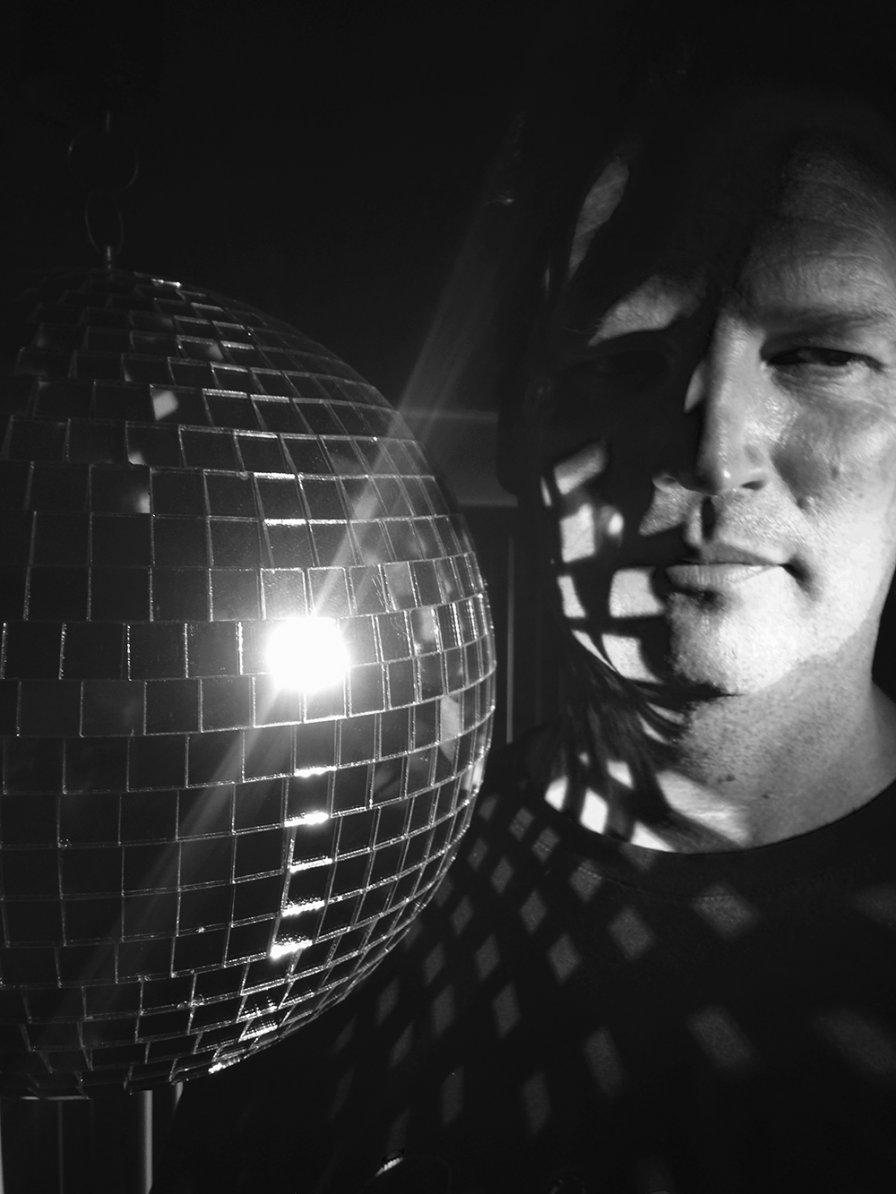 "Shrimper's Dennis Callaci announces debut solo album, premieres ""Houdini"""