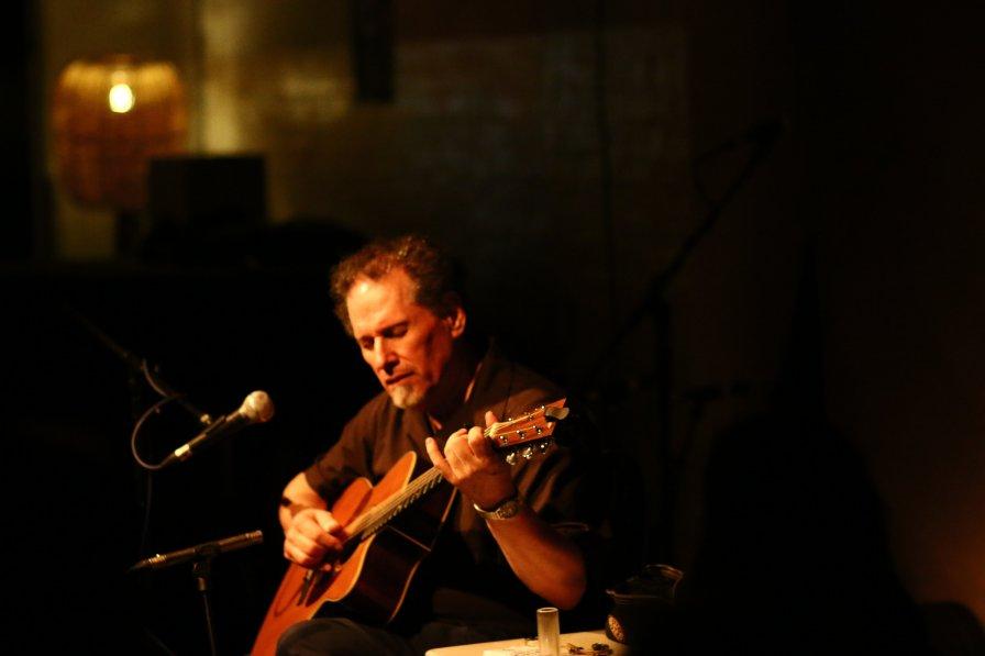 Have open-tuned, half-capo'd guitar, will travel: Glenn Jones to tour the East Coast starting TONIGHT