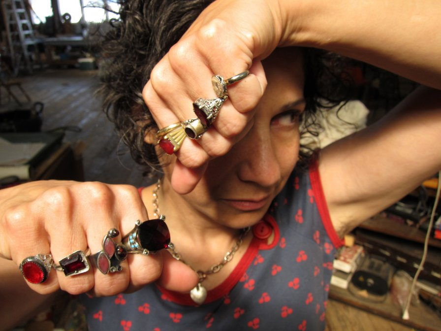 """Carla Bozulich loudly announces new album Quieter, shares first single """"Glass House"""" at a reasonable volume"""