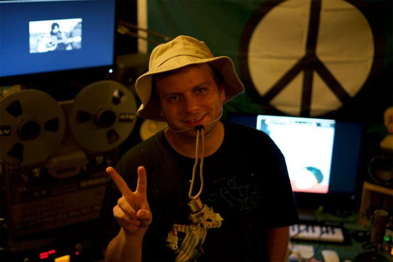 Mac DeMarco yawns and announces Mac's Record Label, eases out onto first-ever solo tour