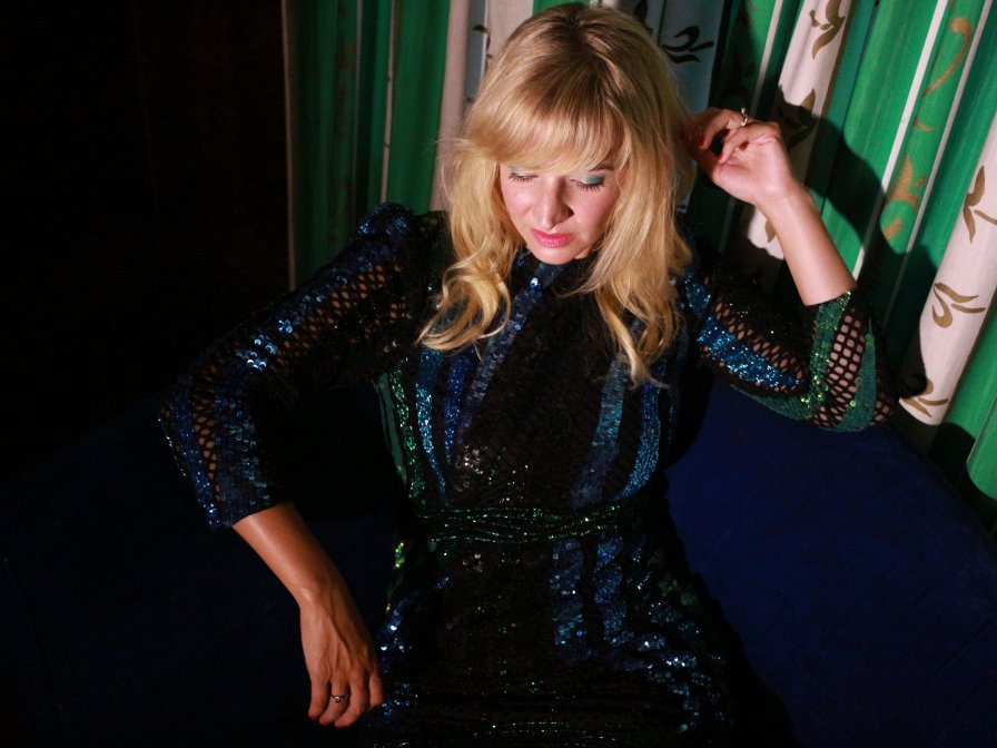 """Heather Leigh returns with her first """"pop"""" album, Throne, on Editions Mego"""
