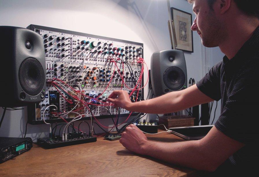 "Modular mountaineer Matthias Puech to release Alpestres, premieres track ""Un incontro notturno"""