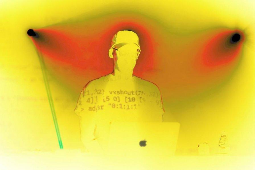 """Lil Data announces 4-disc anthology Folder Dot Zip on PC Music, shares video for single """"Burnnn"""""""