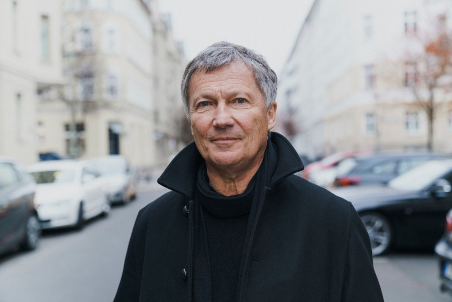 "Michael Rother announces Solo reissue box set, premieres live track ""Drone Schlager"""