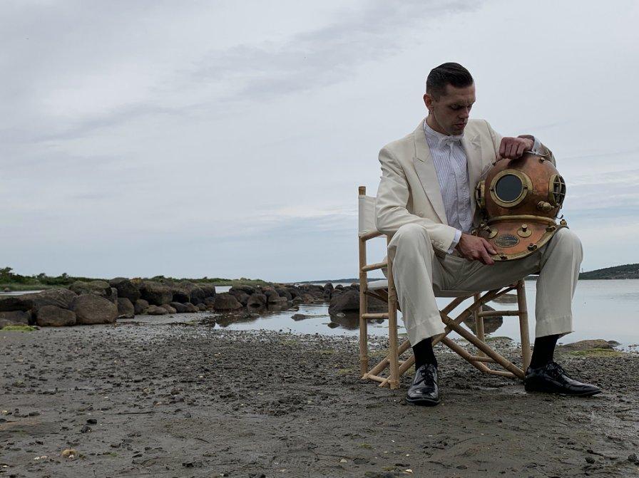 Mattias Uneback (Ìxtahuele, The Test Pilots) heads under water with new album Voyage Beneath The Sea on Subliminal Sounds