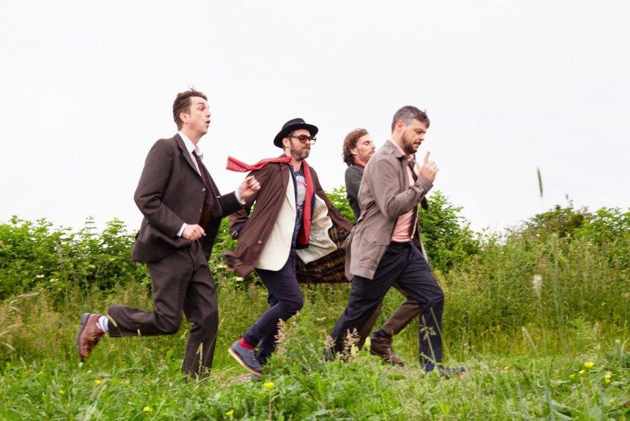 Supergrass reunite for tour and king-sized career retrospective box set