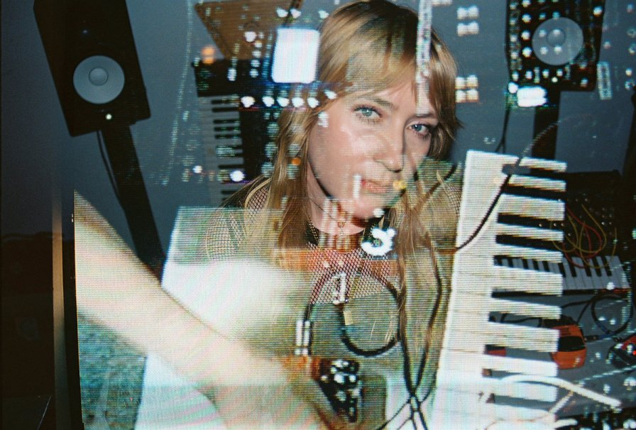 Pharmakon intends to implode all over Europe, announces tour in support of Devour