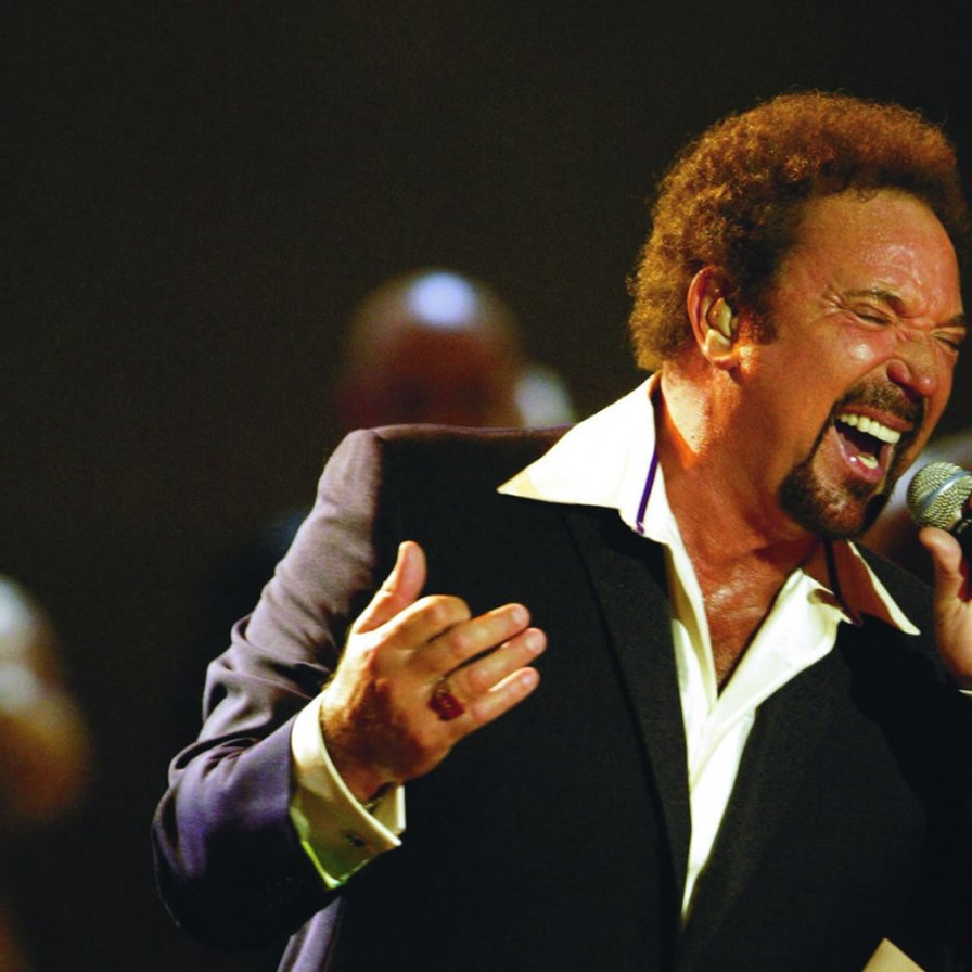 Tom Jones cries while praying every night of three-month tour, cancels final date due to extreme dehydration