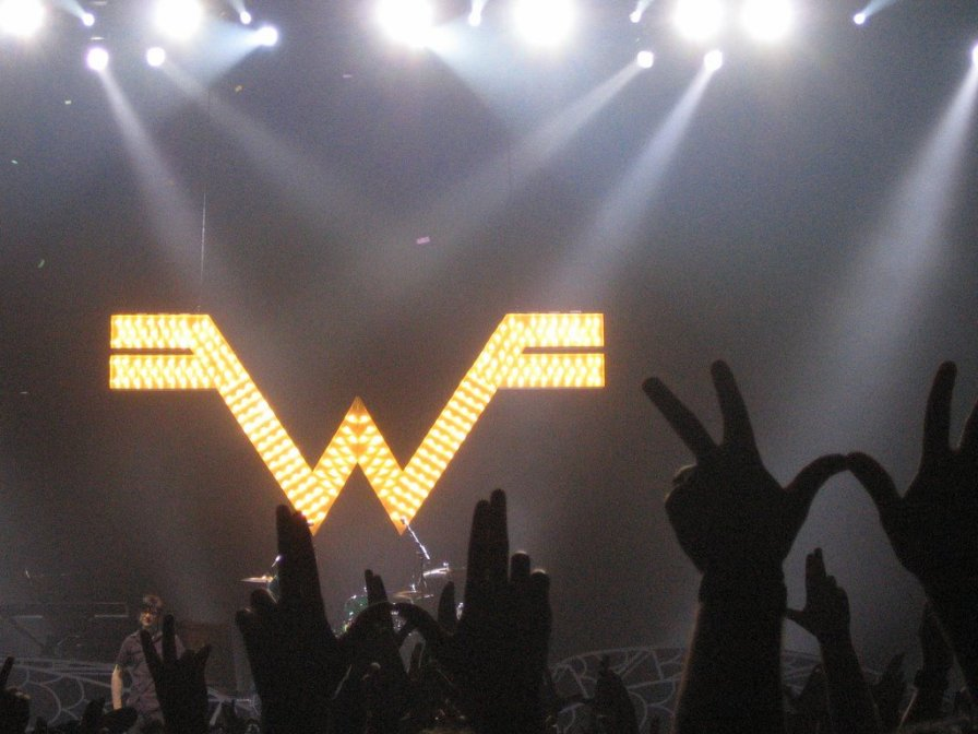 Weezer announce initial Blinkerton dates, rename Blinkerton tour to Memories Tour in yet another questionable move