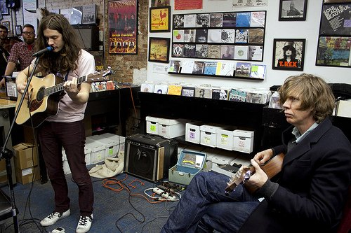 Kurt Vile and Thurston Moore tour together in July (also play plenty of shows by themselves)