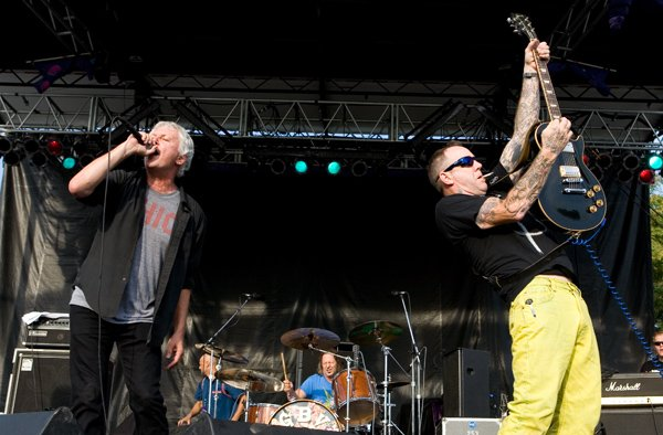 Guided by Voices announce new album Let's Go Eat the Factory! Have two spoonfuls of nostalgia and awesomeness!