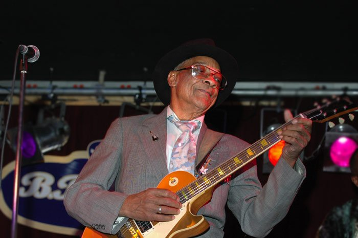 RIP: Hubert Sumlin, guitarist for Howlin' Wolf