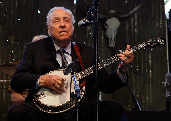 RIP: Earl Scruggs, bluegrass legend