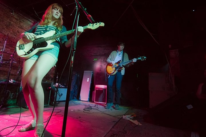 La Sera promotes flossing on US tour in May