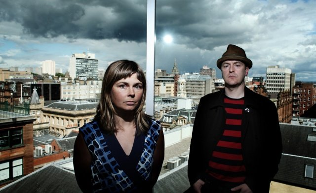The Vaselines are going on a US tour, but sorry, it'll probably be over by the end of this headline